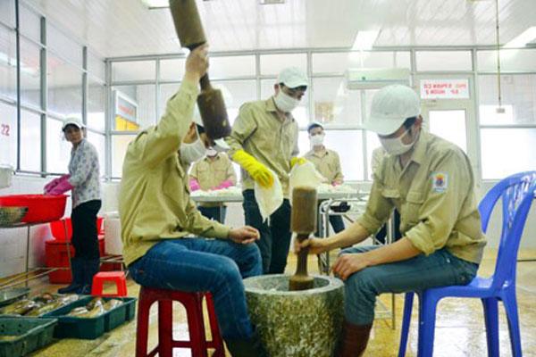 Chả mực được giã tay truyền thống