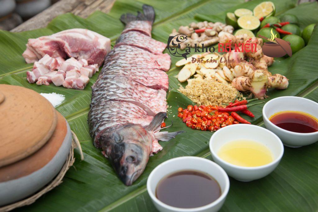 Cá trắm đen và 16 loại gia vị làm nên món cá kho làng Vũ Đại hết sức đặc biệt