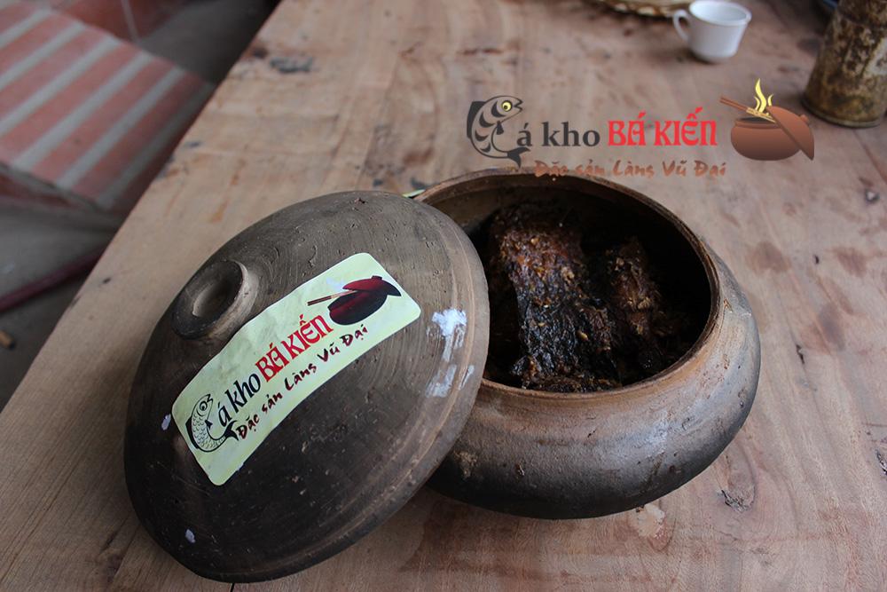 Cá kho làng Vũ Đại chính hiệu Bá Kiến có màu cánh gián và hương rất thơm đặc biệt